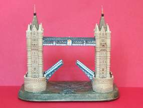 Tower_Bridge.jpg (7287 bytes)