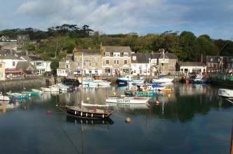 padstow harbour in sun web.jpg (12460 bytes)