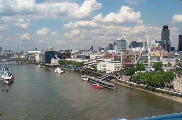 4x3 London Bridge from top of TB.jpg (13262 bytes)