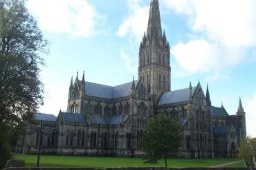 4x3 salisbury cathedral from ne.jpg (13172 bytes)