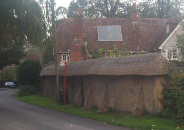 4x3 lower woodford thatched wall.jpg (12269 bytes)